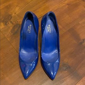 GUCCI blue patent pumps size 37.5